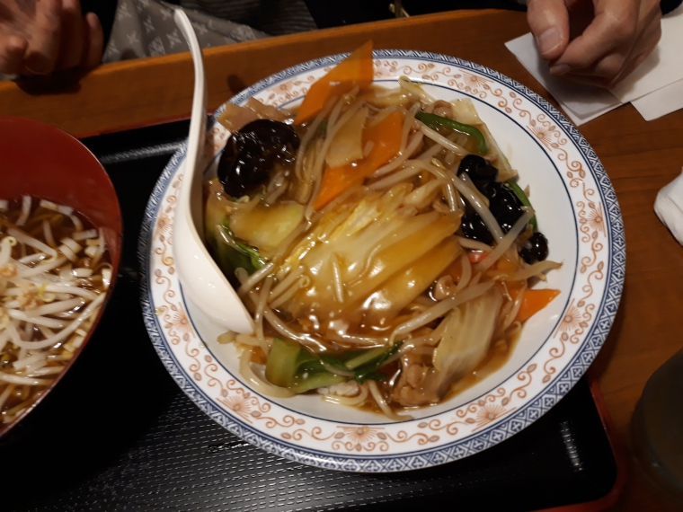 中華一番館の中華丼セットがやってきた